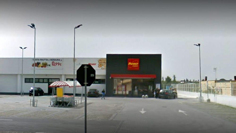 Paura all'alba, commando armato di fucile rapina 'Penny Market': malviventi in fuga con migliaia di euro - FoggiaToday