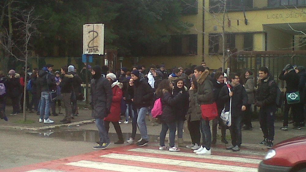 Chiusura Scuola Media Villa Cortese